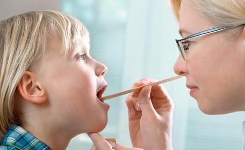 Особенности лечения герпетического стоматита у детей